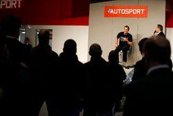John McGuinness tegen Henry Hope-Frost op de Autosport Stage