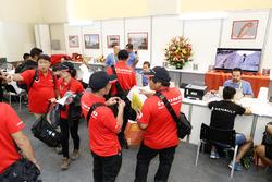 Le Team Hino lors des vérifications administratives du Dakar 2018