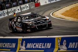 Timo Bernhard del Team Germany alla guida della Whelen NASCAR