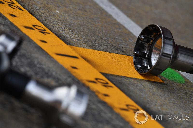 Wheel gun and pit box markings