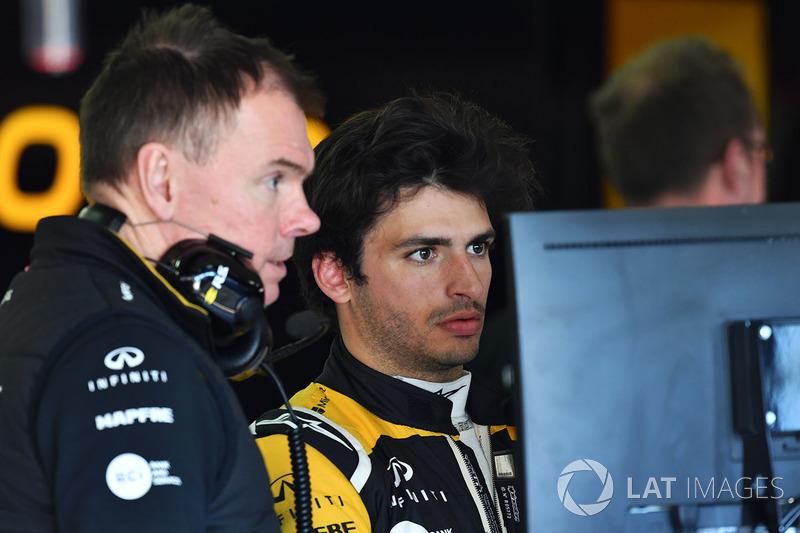 Carlos Sainz Jr., Renault Sport F1 Team and Alan Permane, Renault Sport F1 Team Race Engineer