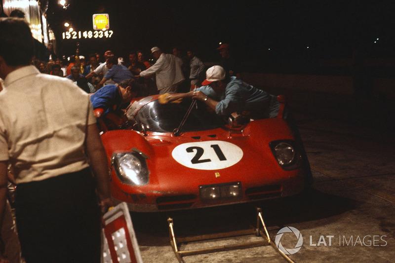 Ignazio Giunti, Nino Vaccarella, Ferrari 512S dalam pit