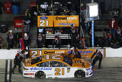 Paul Menard, Wood Brothers Racing Ford Fusion pit stop