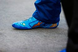 Chase Elliott, Hendrick Motorsports Chevrolet Camaro, zapatos