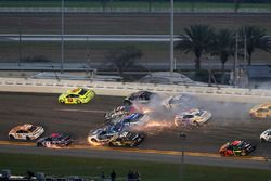 Kyle Larson, Chip Ganassi Racing Chevrolet Camaro, Ricky Stenhouse Jr., Roush Fenway Racing Ford Fus