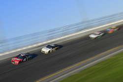 Kurt Busch, Stewart-Haas Racing Ford Fusion, Brendan Gaughan, Beard Motorsports Chevrolet Camaro