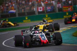Romain Grosjean, Haas F1 Team VF-18 Ferrari, Nico Hulkenberg, Renault Sport F1 Team R.S. 18