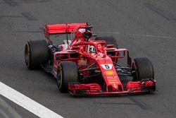 Le vainqueur Sebastian Vettel, Ferrari SF71H, fête sa victoire après avoir franchi la ligne d'arrivée