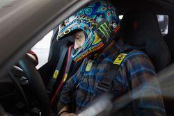 Valentino Rossi a Ferrari 488 Pistát tesztelte