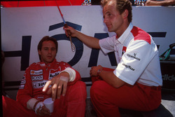 Gerhard Berger, McLaren relaxes with fitness guru Josef Leberer