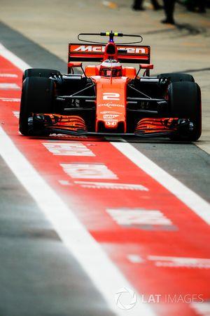 Stoffel Vandoorne, McLaren MCL32, in de pitlane