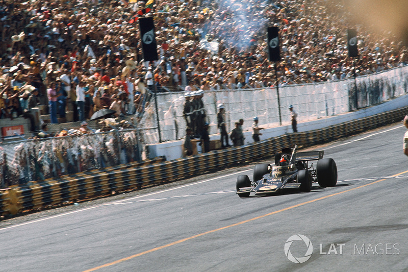 No ano seguinte, Emerson Fittipaldi foi o primeiro a triunfar em uma corrida oficial da F1 no mesmo local, pela Lotus.