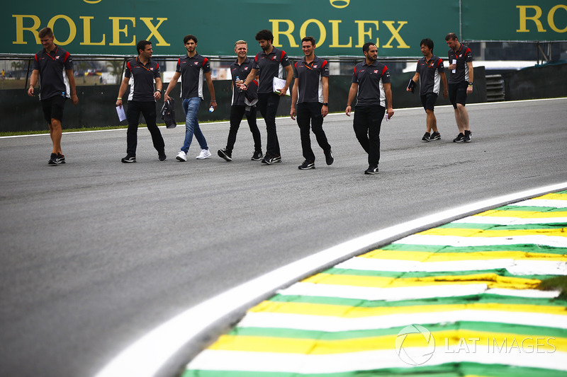 Kevin Magnussen, Haas F1 Team, walks the track with his tea