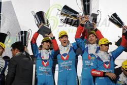 Podium LMP2 : les vainqueurs Julien Canal, Nicolas Prost, Bruno Senna, Vaillante