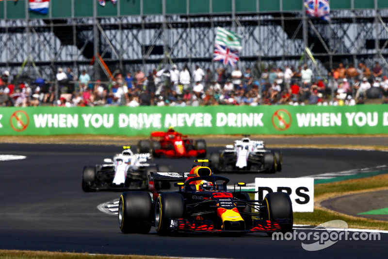 Max Verstappen, Red Bull Racing RB14, precede Sergey Sirotkin, Williams FW41