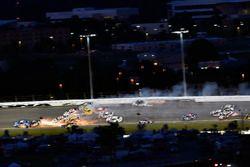 Denny Hamlin, Joe Gibbs Racing, Toyota Camry FedEx Cares, Jimmie Johnson, Hendrick Motorsports, Chevrolet Camaro Lowe's for Pros, Clint Bowyer, Stewart-Haas Racing, Chevrolet Camaro Haas 30 Years of the VF1 e Chase Elliott, Hendrick Motorsports, Chevrolet Camaro Hooters big wreck
