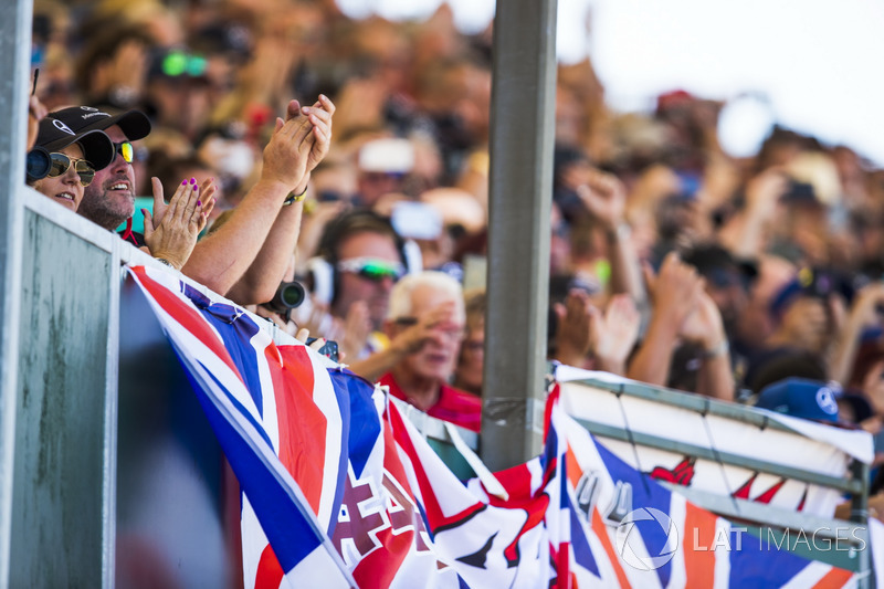 Fans show support for Lewis Hamilton, Mercedes AMG F1