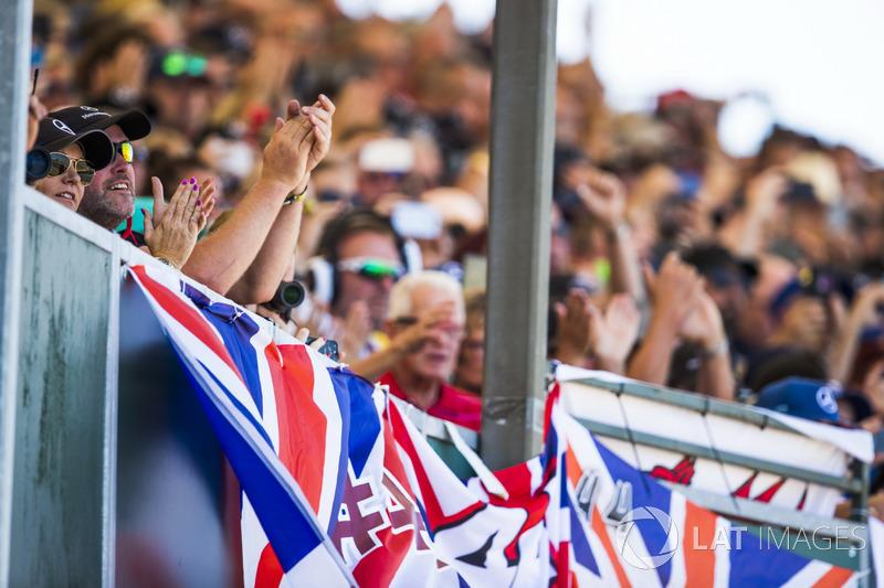 Fans apoyan a Lewis Hamilton, Mercedes AMG F1