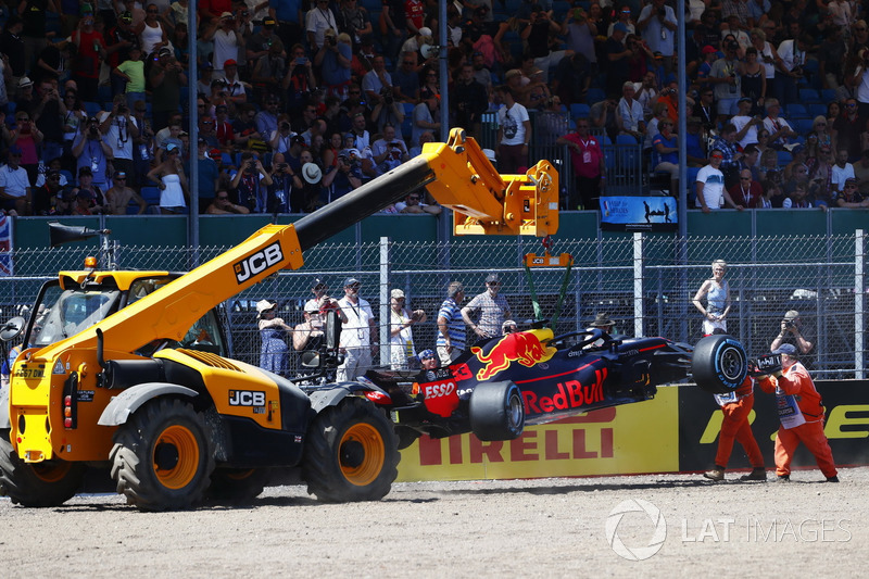 Comisarios retiran el coche de Max Verstappen Red Bull Racing RB14