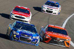 Майкл Макдауэлл, Leavine Family Racing Chevrolet и Даниэль Суарес, Joe Gibbs Racing Toyota