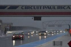 Partenza: Andrea Larini, Seat Leon Cupra-TCR, Pit lane Competizioni al comando