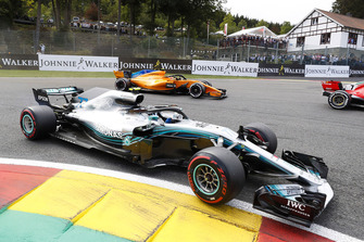 Valtteri Bottas, Mercedes AMG F1 W09, leads Stoffel Vandoorne, McLaren MCL33