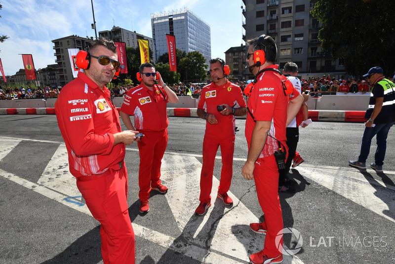 Механики Ferrari