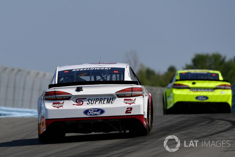 Brad Keselowski, Team Penske, Ford Fusion Wabash National, Paul Menard, Wood Brothers Racing, Ford Fusion Menards / Sylvania