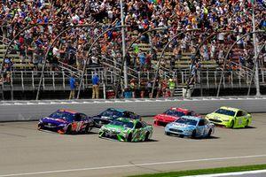 Denny Hamlin, Joe Gibbs Racing, Toyota Camry FedEx Office e Kyle Busch, Joe Gibbs Racing, Toyota Camry Interstate Batteries