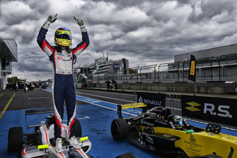 Racewinnaar Logan Sargeant, R-Ace GP