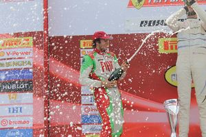 Benjamin Hites, Ferrari of Miami, festeggia sul podio