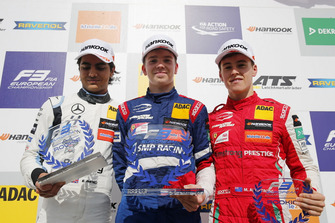 Podio Rookie: il vincitore Robert Shwartzman, PREMA Theodore Racing Dallara F317 - Mercedes-Benz, il secondo classificato Enaam Ahmed, Hitech Bullfrog GP Dallara F317 - Mercedes-Benz, il terzo classificato Marcus Armstrong, PREMA Theodore Racing Dallara F317 - Mercedes-Benz
