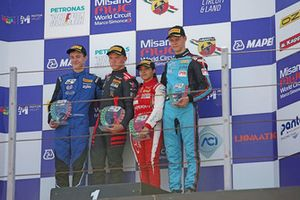 Podio Rookie Gara 2: Petr Ptacek, Bhaitech, Ilya Morozov, KDC Racing, Oliver Rasmussen, Jenzer Motorsport