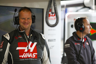 Haas F1 engineers