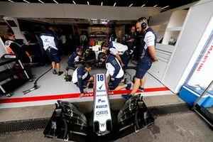 Ingegneri al lavoro sulla monoposto di Lance Stroll, Williams FW41