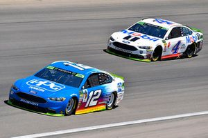 Ryan Blaney, Team Penske, Ford Fusion PPG and Kevin Harvick, Stewart-Haas Racing, Ford Fusion Mobil 1