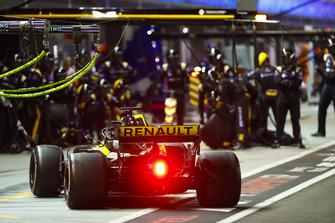 Nico Hulkenberg, Renault Sport F1 Team R.S. 18, makes a stop