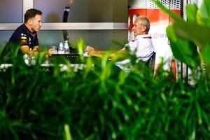 Christian Horner, Team Principal, Red Bull Racing, con Helmut Markko, Consultor, Red Bull Racing