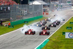 Kimi Raikkonen, Ferrari SF71H, Sebastian Vettel, Ferrari SF71H, Lewis Hamilton, Mercedes AMG F1 W09