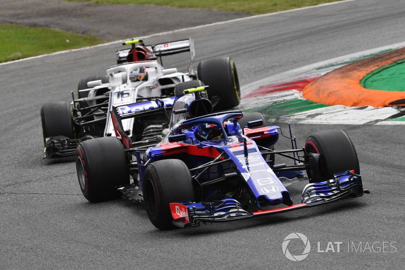 Pierre Gasly, Scuderia Toro Rosso STR13 and Charles Leclerc, Sauber C37