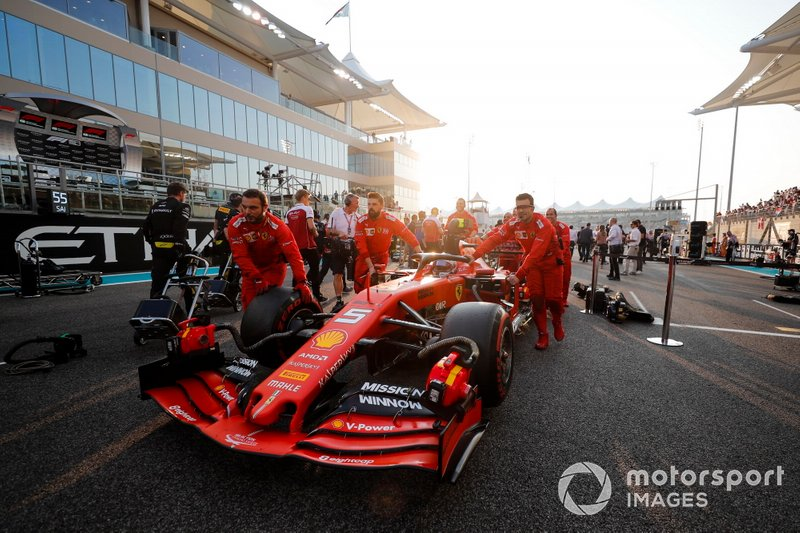 Sebastian Vettel, Ferrari SF90, arriva sulla griglia