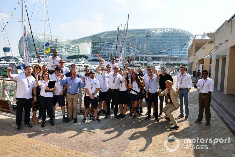 Групповое фото сотрудников Sky Sports F1
