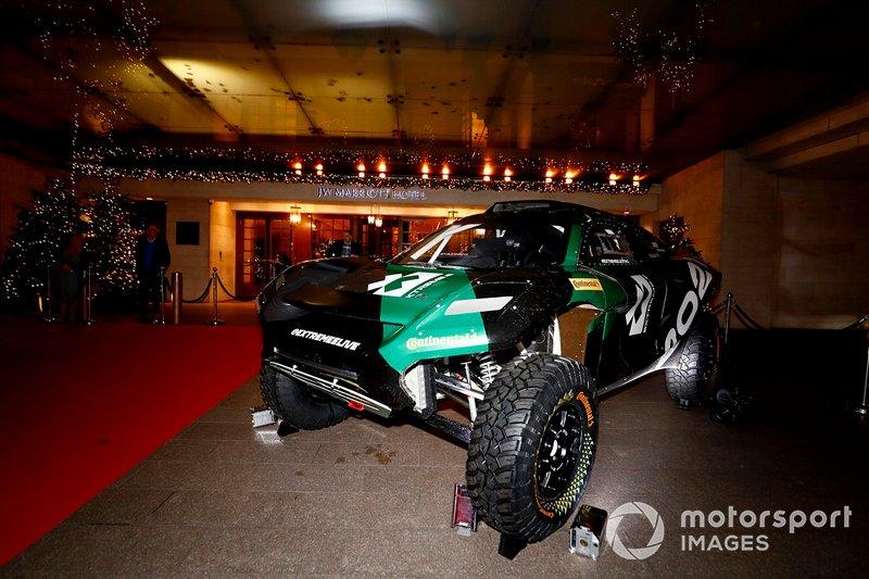 El coche de la Extreme E y la Honda de MotoGP