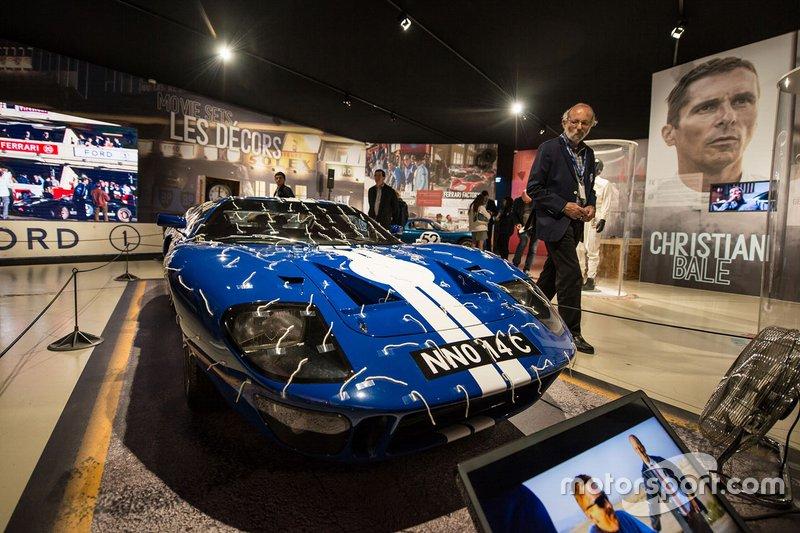 Henri Pescarolo con una Ford GT40