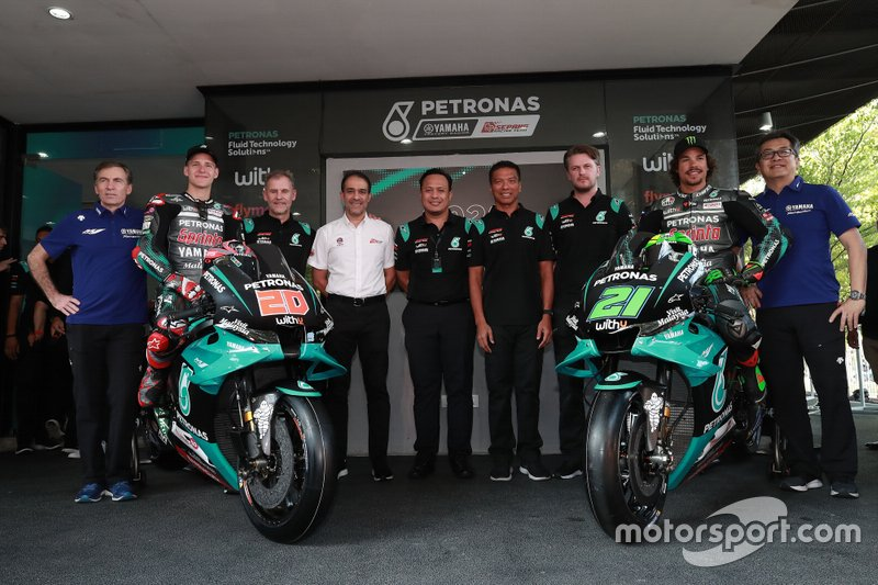 Fabio Quartararo e Franco Morbidelli com a equipe da Petronas Yamaha