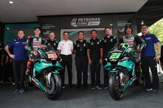 Fabio Quartararo, Franco Morbidelli, Petronas Yamaha SRT with the team