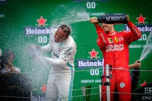 Podium : le vainqueur Lewis Hamilton, Mercedes AMG F1, le deuxième Sebastian Vettel, Ferrari