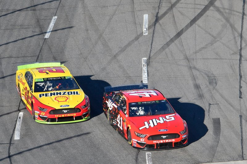 Daniel Suarez, Stewart-Haas Racing, Ford Mustang Haas Automation, Joey Logano, Team Penske, Ford Mustang Shell Pennzoil