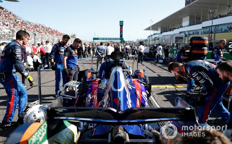 Mechanics on the grid with Daniil Kvyat, Toro Rosso