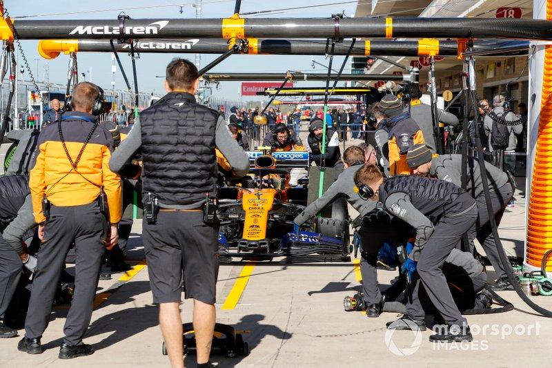 McLaren practice a pit stop